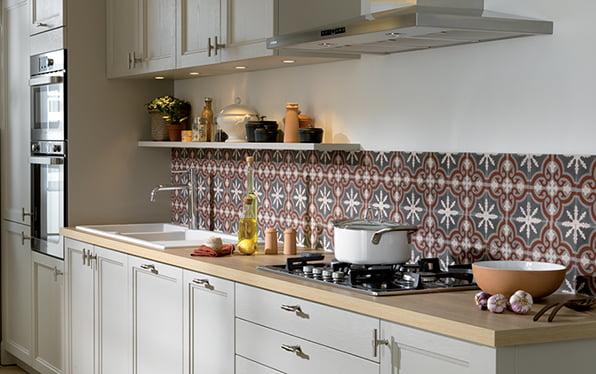 Poser une cr dence dans la cuisine - Comment poser une credence de cuisine ...