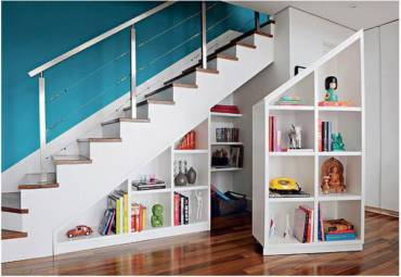 Créer des rangements sous un escalier