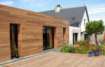 Pierre ou bois, que choisir pour protéger ses murs extérieurs ?